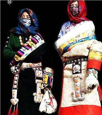 九寨沟华丽的藏族服饰