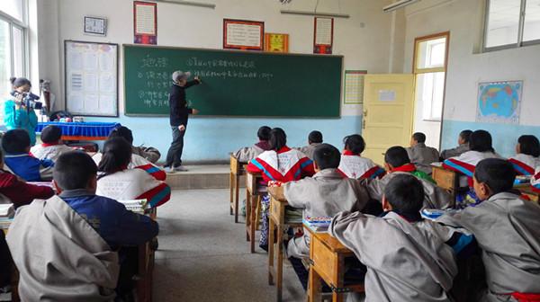 """尼江孩子的a孩子""""六一""""国际曼谷高中图片"""