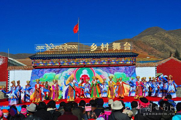 藏戏《唐东杰布》走进郭大村农牧民群众