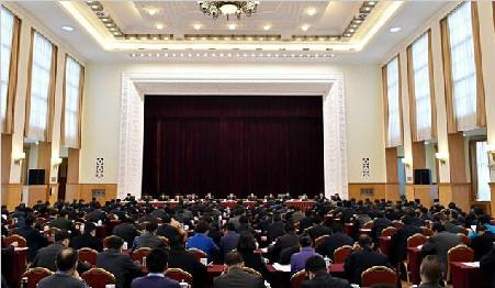 坚持以中央第六次西藏工作座谈会精神为指引 努力建设和谐藏区繁荣