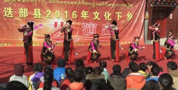迭部县文化下乡活动掠影:冬天,就要去村里看表演