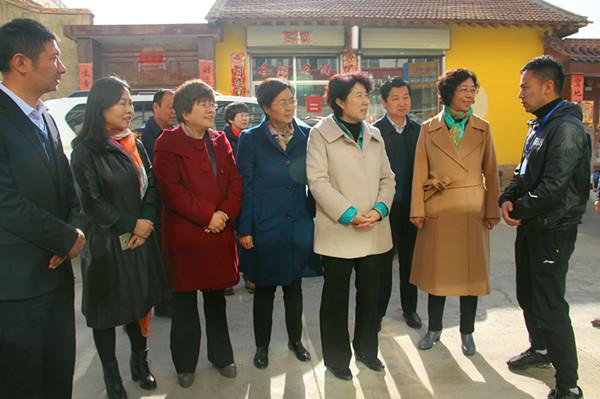 省妇联主席苏君一行赴甘南调研妇女儿童工作
