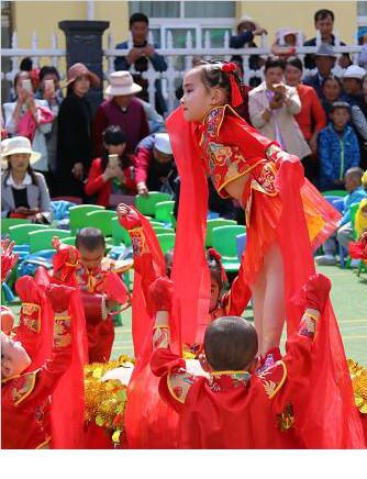 """卓尼县幼儿园、小学庆祝""""六一""""儿童节(组图)"""