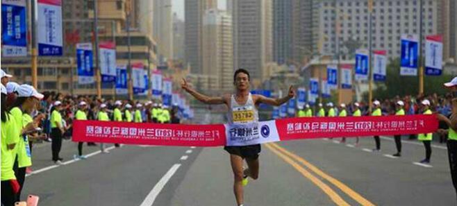点赞 甘南选手桑吉东知获2017兰州国际马拉松赛半程赛冠军