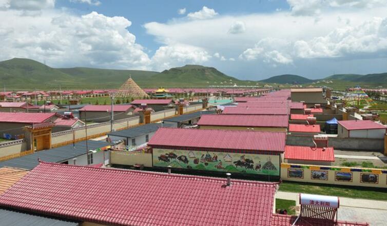 甘南州碌曲县:藏寨牧村新生活
