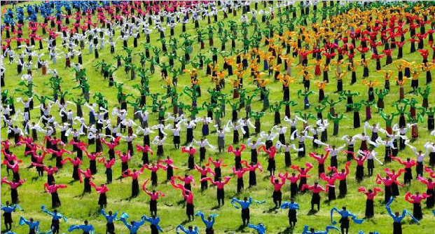 中国•碌曲第七届锅庄舞展演暨第二届房车旅游大会隆重开幕