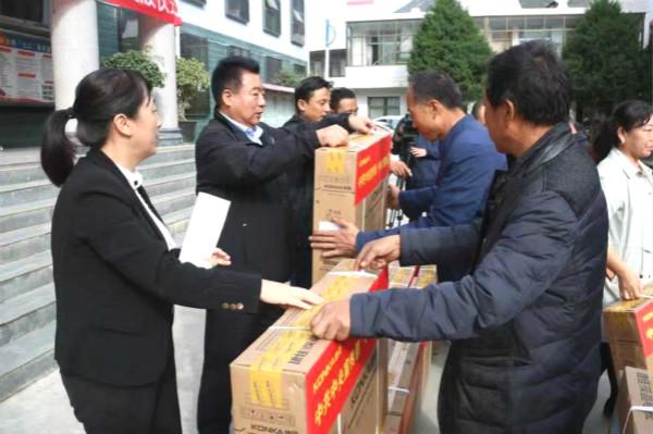 中宣部及中央文明办向甘南州贫困地区家庭赠送电视机