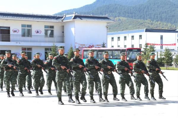 甘南州举行全民国防教育军营开放日活动