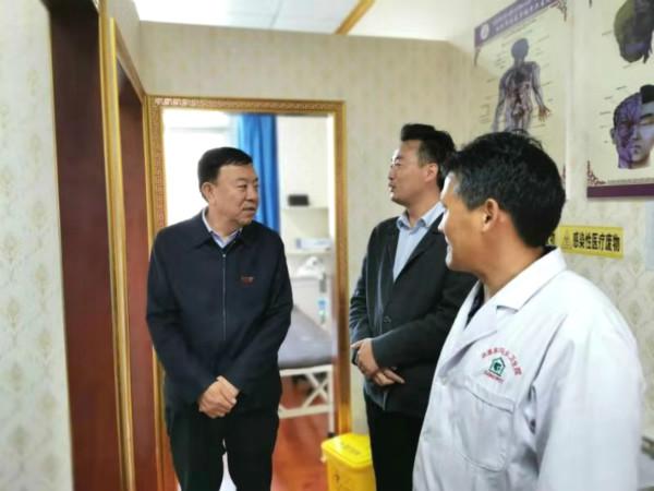 俞成辉在合作市调研乡村旅游环境整治及寺庙管理工作