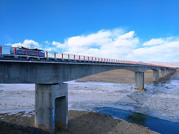 国道345线甘肃玛曲黄河特大桥建成通车