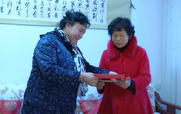 扎西草深入舟曲县走访慰问贫困群众和困难企业职工