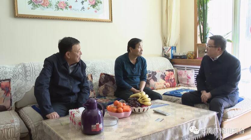 俞成辉走访慰问离退休老干部 困难党员群众