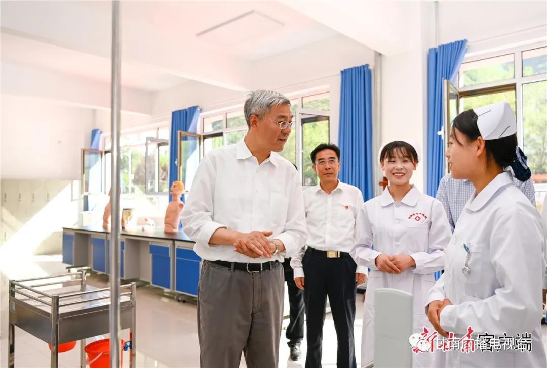 尹弘在甘南州调研防灾减灾工作